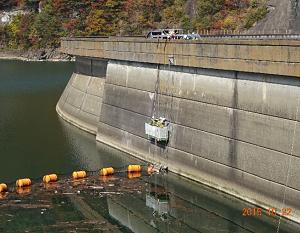 ダム堤体(施工中)